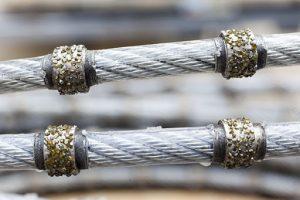 wrfckwrmpgnujv359bgy53ctg89u59g8y5398gy53ngiy3u5g8iu 300x200 سنگ های معدنی را چگونه برش میزنند؟